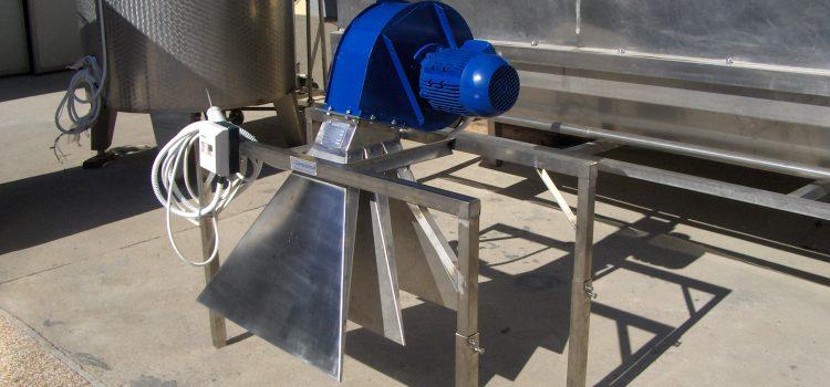 Uređaj za odstranjivanje kapi vode sa vazdušnim noževima